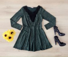 Vestido Mangsa Longa com aplicação de Renda Guipir Preta no Decote!