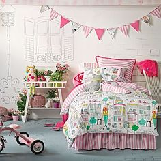 Embrace boutique beauty and kitty-cat-chic looks with the delightful Catwalk Quilt Cover Set from Hiccups.