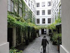 Vienna, greening a narrow public passage through a block