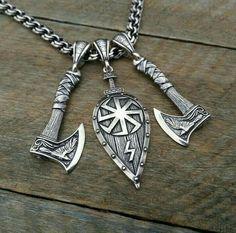 Mitte Rand um Kompass so eine umgedrehte Träne. Jewelry Art, Jewelry Rings, Jewelery, Silver Jewelry, Viking Art, Viking Ship, Viking Jewelry, Ancient Jewelry, Men Necklace