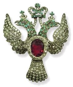 """FABERGE BROCHE CON RUBI LLAMADO LA VISITA DEL ZAR. Perhaps Mathilde Kschessinska's gift from the tsar to celebrate her 20 years at the Maryinsky looked something like this brooch. He also gave her a necklace of diamonds """"as big as walnuts."""" All lost at the gambling tables of Monte Carlo."""