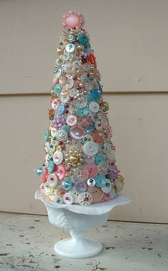 Beautiful Button Tree in vintage milk glass! Awesome Craft Project with a vintage appearance - DIY Bastelideen Cone Christmas Trees, Unique Christmas Trees, Vintage Christmas, Christmas Holidays, Christmas Decorations, Christmas Ornaments, Cone Trees, Xmas Tree, Tree Decorations