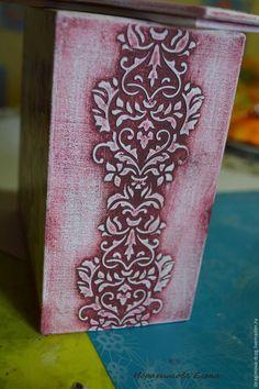 Название короба говорит само за себя, «В розовых мечтах» — доминирующие цвета: розовый, бордовый, лиловый, в разных оттенках. Если вы видели другие мои работы, то наверное уже догадались, «декупаж +…
