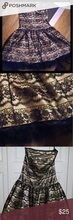 Jessica McClintock for Gunne Sax knee-length dress Gorgeous strapless black lace dress with satin-y gold underlay. Hits close to the knee. Jessica McClintock for Gunne Sax Dresses Strapless