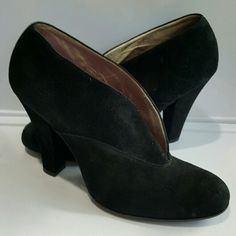 Marc Jacobs black bootie Sassy and cute! This Marc Jacobs black bootie has never been worn.  No trades. Marc Jacobs Shoes Ankle Boots & Booties