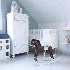 Interior barnerom #jenterom #kidsroom rocking horse