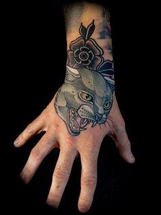 Tattoo Por RODRIGO KALAKA Hand Tattoos, Neotraditionelles Tattoo, Fish Tattoos, Cool Tattoos, Tattoo Flash, Tatoos, Neo Traditional Tattoo, Ink Art, Fire