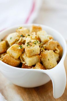 Make amazing and super crispy Garlic Herb Parmesan Croutons at home with this easy recipe that takes only 25 mins!