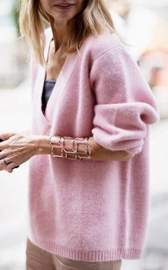 Oversize V-neck sweater in lovely shade of pink