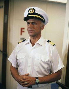 Gavin Macleod, Love Boat, Tv Actors, Tv Guide, Famous People, Captain Hat, Singer, Actresses, Film