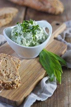 Bärlauchaufstrich mit Topfen, einfach und schnell gemacht // wild garlic spread recipe // Sweets & Lifestyle®️️️    #bärlauch #aufstrich #bärlauchaufstrich #rezept #jause #brotzeit #wildgarlic #wildgarlicspread #recipe #sweetsandlifestyle