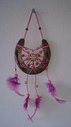 Dromenvanger hoefijzer van een shetlander geheel in roze en paarse tinten.