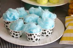 Fairy floss in little cups, awesome idea!!