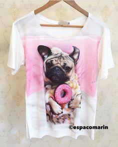 zpr Ela voltou!!! Tee Pug super fofaaa!! Ela tem brilhinhos em cristais por cima da imagem!! R$168,00 🐶🐶🐾🐾 Compras pelo pelo site! 🔸Clique no link na descrição do perfil; 🔸Compre com 100% de segurança; 🔸Todos os cartões em até 10x sem juros; 🔸Depósito bancário (Bradesco ou Itaú) 📦 Enviamos para todo Brasil e exterior #ootd #lookoftheday #dodia #espacomarin #querotudo #musthave #dujour #fashion #fashionista #instafashion #comqueroupavou #loveit #temqueter #moda #trend #instagood…