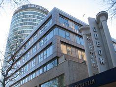De stad biedt na West End in Londen de beste gelegenheid van het land om inkopen te doen. Het ooit door reusachtige grauwe industriecomplexen gedomineerde stadsbeeld is in de laatste jaren aanzienlijk opgeknapt.