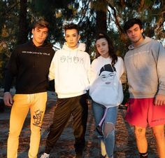 Risk if am I the only one who isn't idk fine rn cuz I'm really not feeling like liking the new vid even though it was nice. I love the twins but I'm not feeling right. I guess it's just my depressive episode let me be I'm a sad like bitch. Ethan And Grayson Dolan, Ethan Dolan, Squad Pictures, Emma Chamberlain, Youtube Stars, Twin Sisters, Squad Goals, Celebs, Celebrities