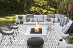 Backyard Seating, Backyard Patio Designs, Backyard Landscaping, Diy Patio, Backyard Pools, Garden Seating, Wood Patio, Indoor Outdoor Living, Outdoor Decor