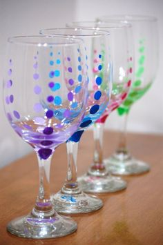 dots for wine glass Diy Wine Glasses, Decorated Wine Glasses, Hand Painted Wine Glasses, Painted Wine Bottles, Glass Bottle Crafts, Wine Craft, Bottle Painting, Polka Dot, Decorative Crafts