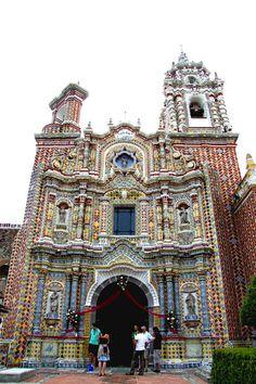 Iglesia se san Francisco Acatepec, san Andrés Cholula, Puebla, México !!! Simplemente bellísimo