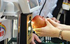Le code barre pourrait devenir obsolète au Japon, où Toshiba a développé une nouvelle technique de reconnaissance visuelle. Cette révolution dans les scanners de supermarché pourrait même à terme menacer le QR Code.