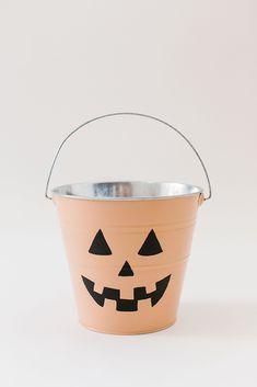 Chic Halloween, Modern Halloween, Pink Halloween, Pretty Halloween, Halloween Inspo, Halloween Projects, Holidays Halloween, Halloween Party, Halloween Decorations