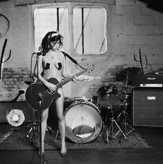 Amy Winehouse photographed by Carolyn Djanogly, 2004