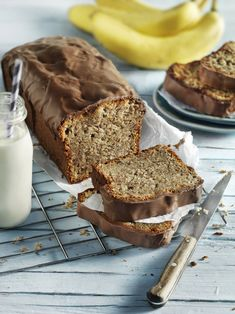 Saftiger Bananen-Schoko-Kuchen The banana and chocolate cake has become a real trend pastry – no wonder, after all, it simply tastes delicious. A must for big and small cake fans. Cookie Recipes, Keto Recipes, Dessert Recipes, Cleanse Recipes, Food Cakes, Flax Seed Recipes, Banana, Small Cake, Yummy Cakes