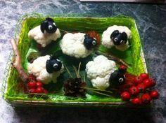 поделки из овощей Easy Crafts For Kids, Toddler Crafts, Cute Food, Good Food, Vegetable Animals, Veggie Art, Food Carving, Vegetable Carving, Bunny Crafts