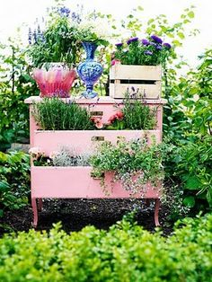 Vintage garden design is a growing trend for outdoor living spaces. We present you vintage garden decor ideas for your garden improvement. Vintage Garden Decor, Vintage Gardening, Organic Gardening, Cottage Chic, Shabby Cottage, Outdoor Projects, Garden Projects, Diy Projects, Dream Garden