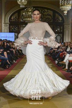 Carmen Raimundo Viva by We Love Flamenco 2017 8 Cuban Dress, Flamenco Skirt, Flamenco Dresses, Spanish Dress, Spanish Fashion, Mexican Dresses, Dance Dresses, African Fashion, Love Fashion