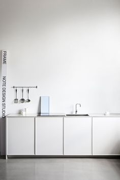 A great showroom makes you feel at-ease, is visually dazzling, and showcases each item in the best possible way. A showroom should highlight the brand's identity in all elements, so that the overall feeling of the space is immediately identifiable and totally unique.