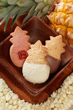 Premium shortbread cookies made in Hawaii with 100% butter, macadamia nuts, island fruits and luscious chocolate! Honolulu Cookie Company, Chocolate Dipped Cookies, Kona Coffee, Cookie Flavors, Perfect Cookie, Shortbread Cookies, Gingerbread Cookies, Pineapple, Coconut