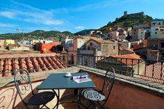 Hotelli Corte Fioritan parvekkeilla voit nautiskella aamukahvia Bosan keskiaikaisessa kaupungin kattojen yllä. #sardinia #bosa #cortefiorita #italy http://www.finnmatkat.fi/Lomakohde/Italia/Sardinia/Bosa/Corte-Fiorita/?season=kesa-2014.