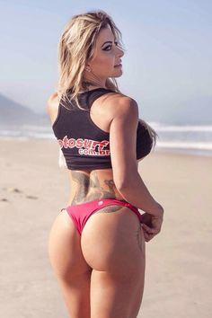Com 19 tatuagens, musa fitness afirma: 'Meu estilo de vida'