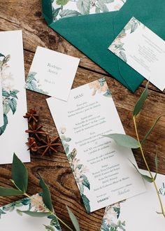 Invitación de boda con ilustraciones botánicas en tonos verdes. Invitación de boda diseñada por Detallerie Wedding Planners.  Botanical illustrations wedding stationery. Green envelope and modern design invitation by Detallerie Wedding Planners.