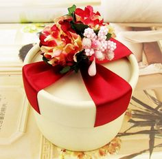 Round Favor Box with Flower Bouquet on top. Only $27.95 for 20 pcs + Free Shipping