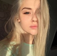 Hair Care Tips That You Shouldn't Pass Up. If you don't like your hair, you are not alone. Blonde Aesthetic, Aesthetic Girl, Makeup Aesthetic, Gothic Aesthetic, Pretty Blonde Girls, Blond Girls, Beautiful Blonde Girl, Swedish Girls, Girls Selfies
