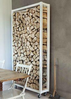 Rek voor brandhout; binnenhuisarchitectuur; design.