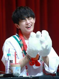 170820 Yongguk @ the.the fansigning so cute omg Just Hold Me, Hold Me Tight, Taking Care Of Kittens, Kim Yongguk, Solo Male, Kwon Hyunbin, Korean Name, 3 In One, Thriller