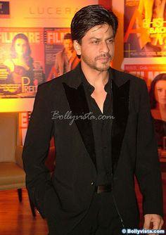Shah Rukh Khan at Filmfare cover celebration 2006