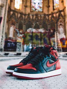 I so so badly want these! Air Jordan Sneakers, Jordan Shoes, Best Sneakers, Shoes Sneakers, Sock Shoes, Shoe Boots, Sneaker Games, Jordan Retro 1, Fresh Kicks