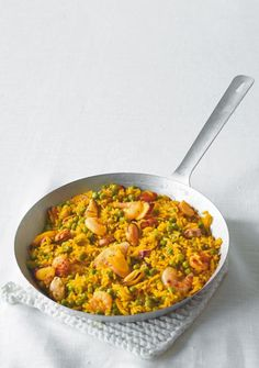 Endspurt: Schnelle Paella The post Endspurt: appeared first on Essen Rezepte. 15 Minute Meals, Heart Healthy Recipes, Healthy Meals, Chia Pudding, Shrimp Recipes, Fish And Seafood, Clean Eating, Curry, Food Porn