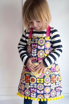 Child's Reversible Fat Quarter Apron (Tutorial and Pattern)