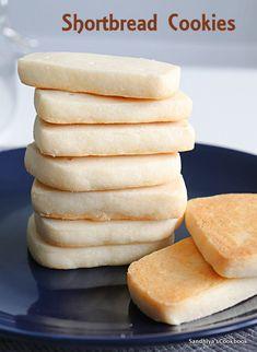 Sandhiya's Cookbook: Shortbread Cookies   Easy Cookie Recipe Delicious Cookie Recipes, Easy Cookie Recipes, Sweet Recipes, Dessert Recipes, Yummy Food, French Cookies, Basic Cookies, Buttery Cookies, Shortbread Recipes
