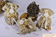 """Mercante di Sogni - Voghera - Bomboniere e Stampati dal 1969 - Vendita ai privati: 12/14/14  Collezione """"800"""" - ROSE - Gessetti a forma rosa Tessuto grigio pois bianchi Tessuto nocciola grezzo Tessuto nocciola fiori lilla - Pochette - Sacchetto - Cuscino - Sacchettone   Linea di bomboniere in tessuto vari decori, con applicazione di gessetti a forma rosa.  Read more: http://mercantedisognivoghera.blogspot.com/2014_12_14_archive.html#ixzz3MS7nQgtf"""