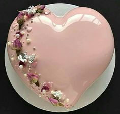 Beautifull pink heart cake design
