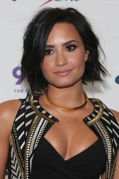 "Demi Lovato recently showed off her makeup-free face and body for a ""no photoshop"" photo shoot. The ""Cool for the Summer"" singer went on her social media and gave her fans a . Celebrity Bobs, Jaimie Alexander, Perfect Eyebrows, No Photoshop, Face Shapes, Hair Inspiration, My Hair, Makeup Looks, Short Hair Styles"