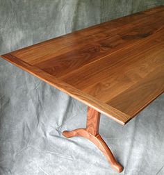 Shaker Trestle Dining Table, Walnut. Bock Esstische