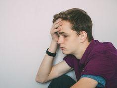 Prevención de suicidio: Una intervención con los pacientes en riesgo puede ayudar a reducir intentos de suicidio, aún tratándose de intervenciones muy breves. Symptoms Of Depression, Hypothyroidism, Mental Health, Psicologia, People