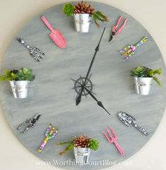 Wall clock is an important accent of the house. Every house has one or a couple of clocks. Almost each room's wall wants a clock that does additionally improve its magnificence. Garden Clocks, Diy Clock, Diy Wall Clocks, Clock Craft, Clock Ideas, How To Make Wall Clock, Pottery Barn Inspired, Old Clocks, Antique Clocks
